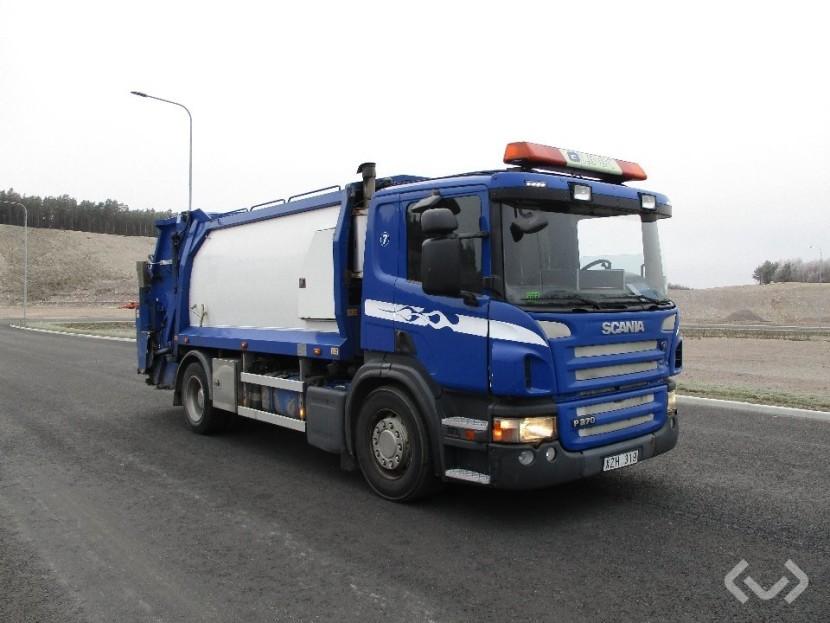 вантажівка на водні