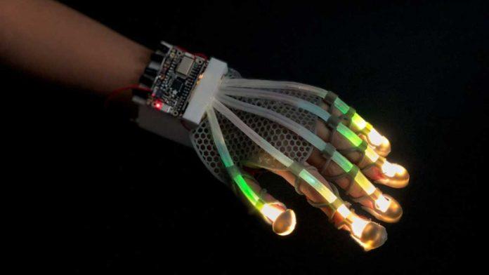 робото-рукавичка